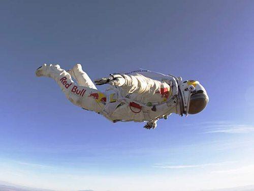 Felix-baumgartner-free-fall-18