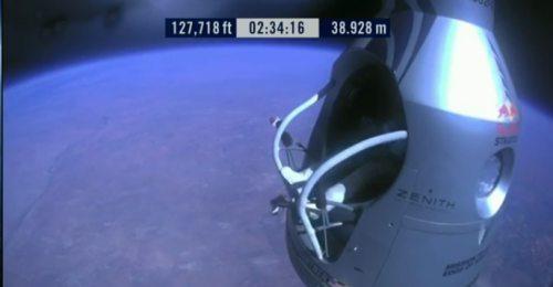 Felix-baumgartner-free-fall-19